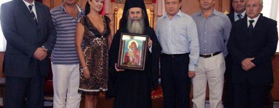 صاحب الغبطة وبجانبه الممثلين الدبلوماسيين لدولة اوكرانيا.