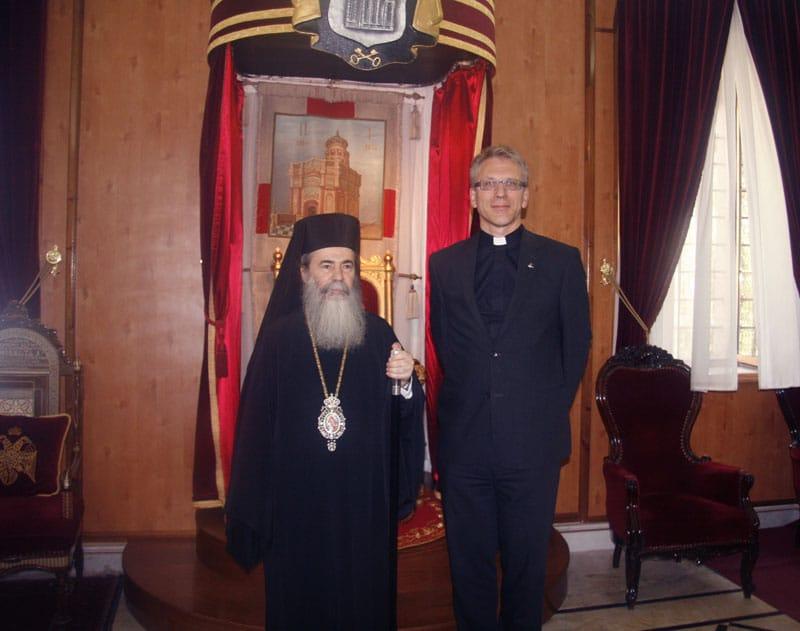 غبطة البطريرك والامين العام لمجلس الكنائس العالمي عند العرش