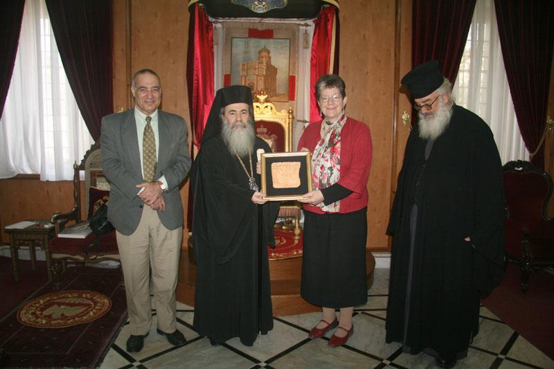 غبطة البطريرك ونائبة رئيس بلدية القدس السيدة ناوومة