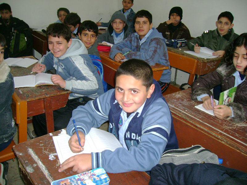 طلاب مدرسة الزرقاء