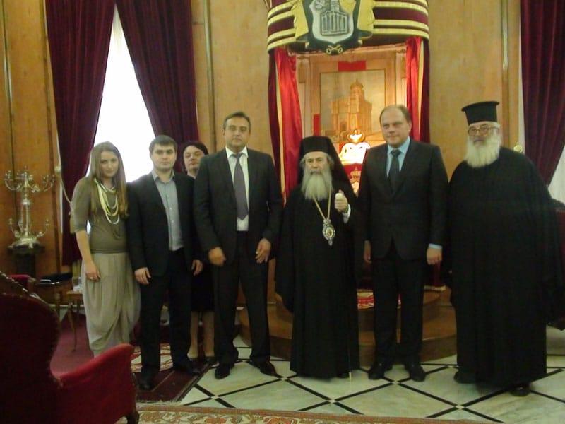 غبطة البطريرك والوفد الاكراني في صورة تذكارية