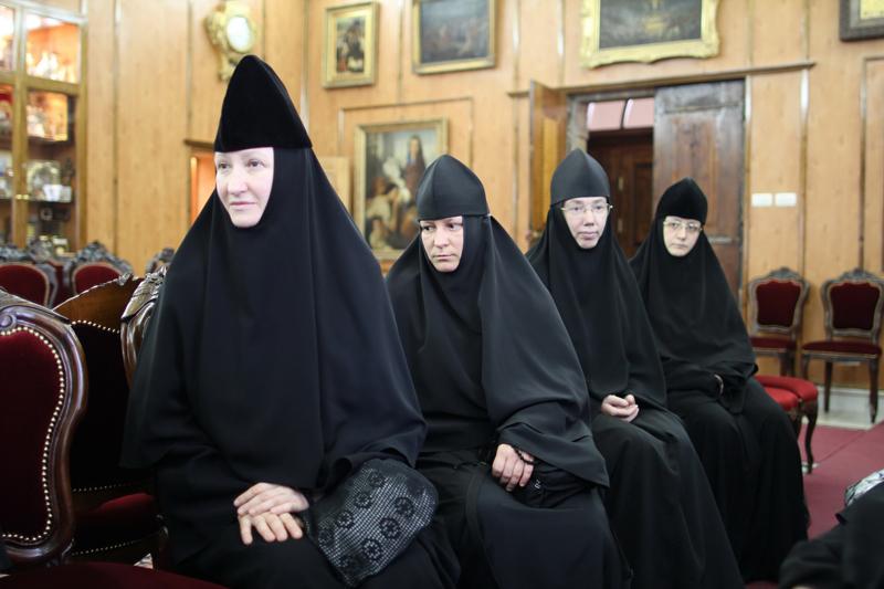 مجموعة من البعثة الروسية الروحية تزور البطريركية الارثوذكسية
