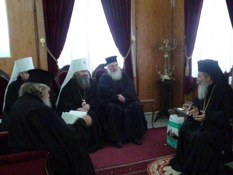 كهنة من كنيسة أوكرانيا في بطريركية الروم الأرثوذكسية
