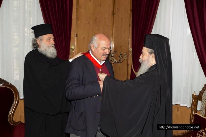 غبطة البطريرك يكرم السيد خريستوس بانديليس