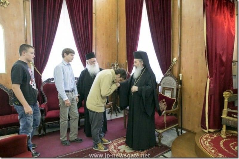 غبطة البطريرك يستقبل ثلاثة من طلاب مدرسة صهيون الجديديون