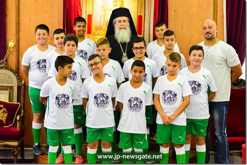001فريق كرة القدم للصغار يزور البطريركية