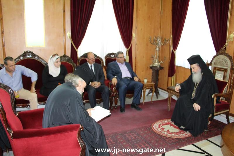 01ممثلون عن جامعة ابو ديس يزورون البطريركية