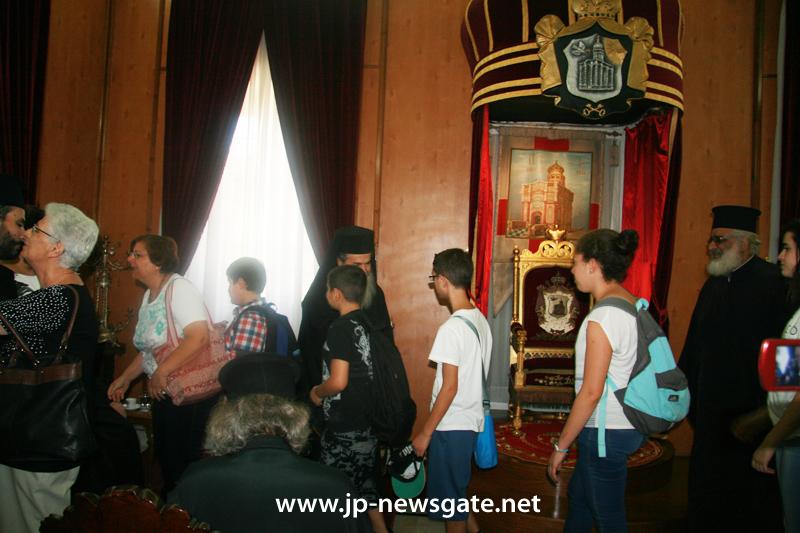 01-2مجموعة من الشبيبة الاورثوذكسية في الناصرة تزور البطريركية