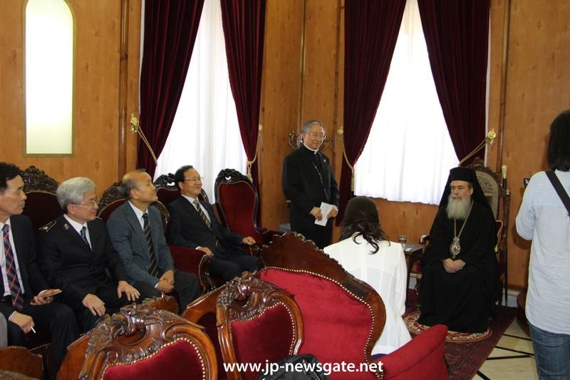 01ممثلية عن المجلس الوطني لكنائس كوريا تزور البطريركية الاورشليمية