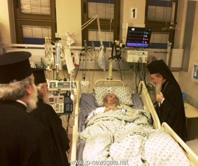 01غبطة البطريرك يزور البطريرك الاورشليمي السابق الراب ايرينيوس في المستشفى