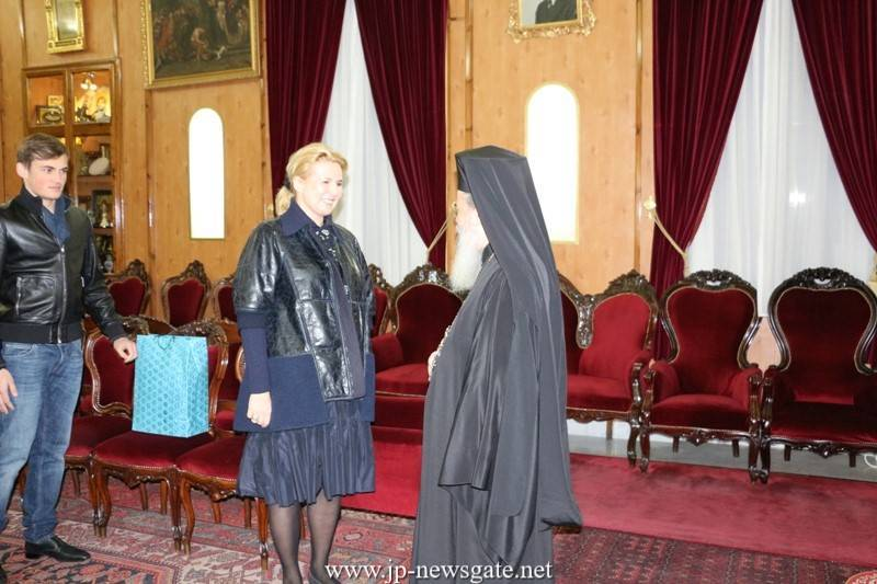 01زوجة رئيس وزراء روسيا ديميتري ميدفيديف تزور البطريركية