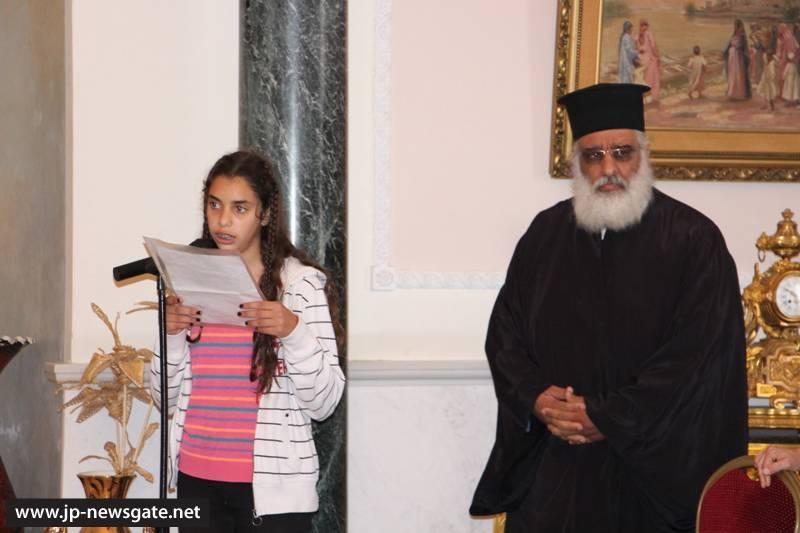 IMG_0004أولاد مدرسة ألاحد في الناصرة وأبناء الطائفة ألاورثوذكسية في الرينة يزورون البطريركية
