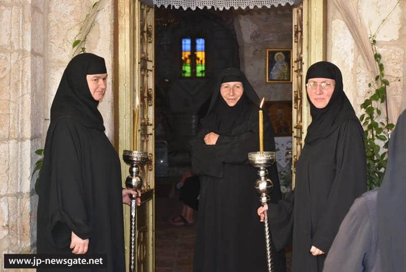 01ألاحتفال بأحد جميع القديسين في البطريركية ألاورشليمية