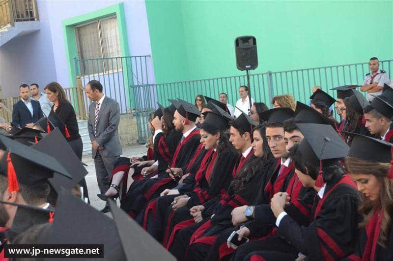 01توزيع الشهادات على خريجي المدارس الثانوية في ألاردن