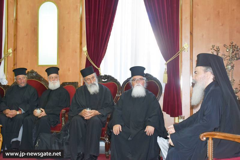 1مجموعة حجاج من مطرانية ايرابيديس من كنيسة كريت يزورون البطريركية