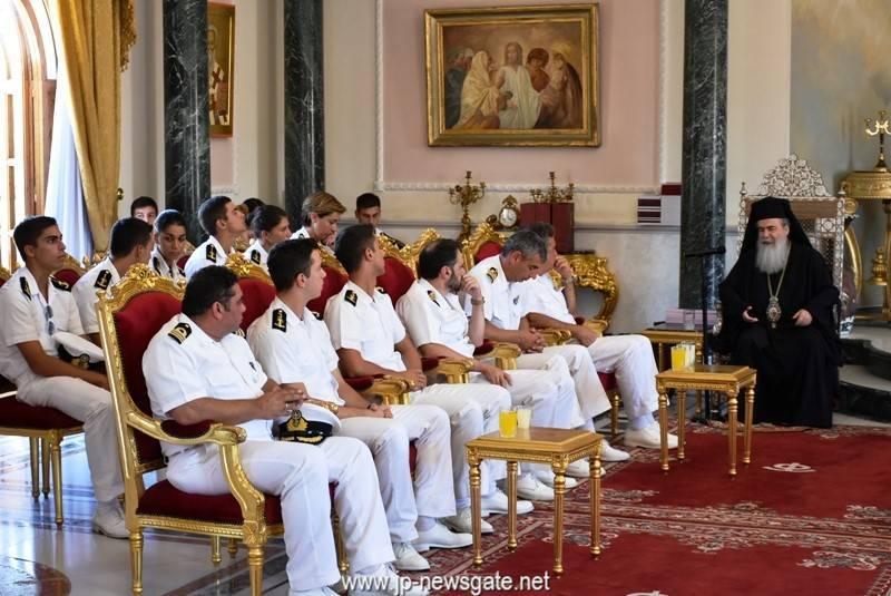 01ضباط سلاح البحرية اليونانية يزورون البطريركية