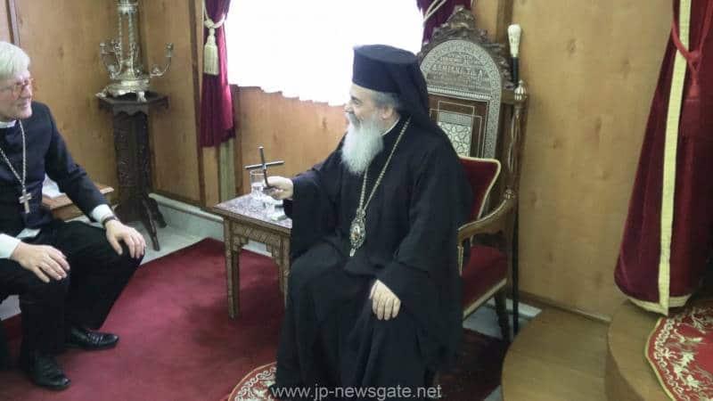 وفد من الكنيسة الكاثوليكية والكينسة اللوثرية يزور البطريركية ألاورشليمية01