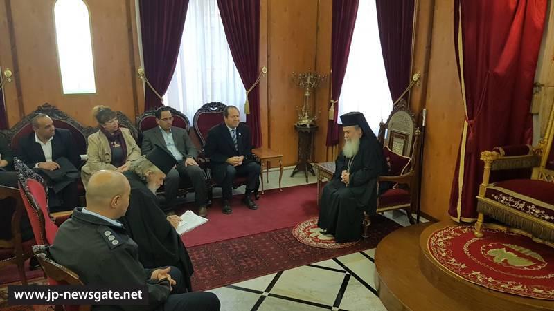 01رئيس بلدية القدس يزور البطريركية