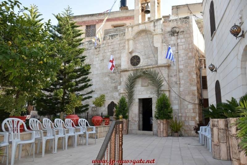 1-1غبطة البطريرك بترأس خدمة القداس الإلهي في قرية العشرة بُرص
