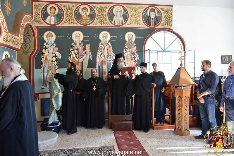 01صلاة القداس الألهي في كنيسة الثالوث القدوس