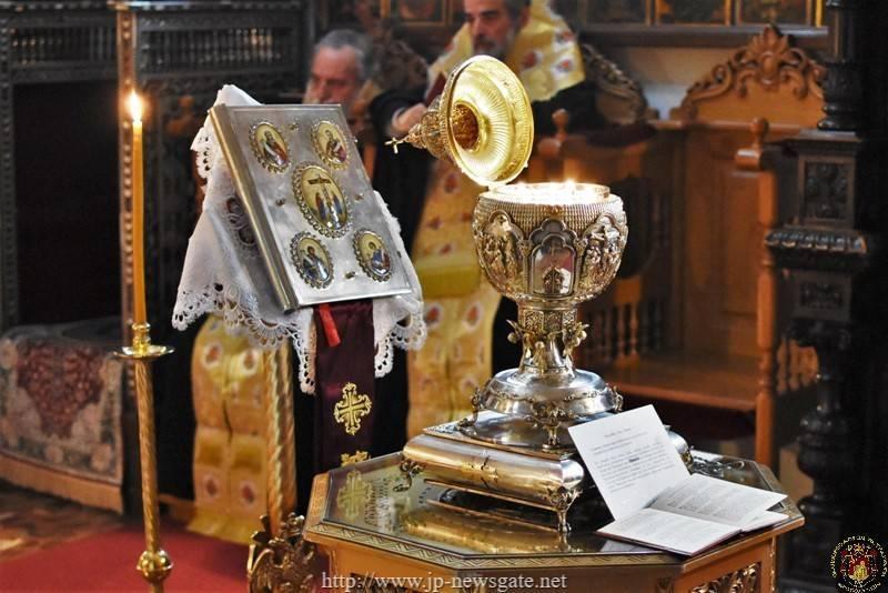01صلاة تقديس الزيت لعيد الميلاد المجيد في البطريركية