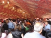 الأعداد الكبيرة من أبناء الطائفة الأرثوذكسية المتواجدة تحت الخيمة.
