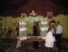 نعش المسيح المزين بالورود في يوم الجمعة العظيمة.
