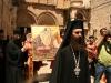 دعاء قصير في ساحة كنيسة القيامة قبل البدا بصلاة التقبيلة