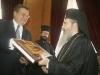 الوزير يهدى البطريرك كتاب عن الكنوز الثقافية الأوكرانية