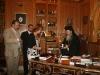 غبطة البطريرك يهدي السفير والمرافيقين ميداليات تذكارية