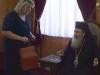 السيدة ستافرولا تقدم هدية رمزية لغبطة البطريرك