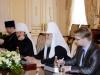 غبطة بطريرك المدينة المقدسة خلال زيارته لغبطة بطريرك موسكو وسائر روسيا