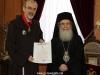 12غبطة البطريرك يُكرم الرئيس الروحي لأخوية الفرنسيسكان
