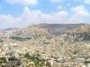 11. لقطة بانوراما لمدينة نابلس يظهر فيها جبل جرزيم يمين الصورة وجبل عيبال الى الشمال