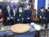 04تقطيع كعكة الفاسيلوبيتا في مقر الجالية اليونانية في القدس