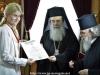 04غبطة البطريرك يُكرم حاكم مدينة شاروف الأوكرانية