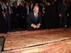 رئيس الوزراء يزور مكان الانزال عن الصليب المقدس