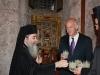 غبطة البطريرك ورئيس الوزراء في مخزن الاواني المقدسة